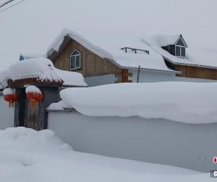 中国とカザフスタンの国境に広がる美しい雪景色