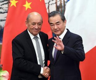 王外交部長、フランス外相と会談